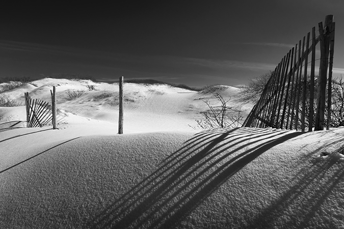 WINTER DUNE AND FENCE B&W 2